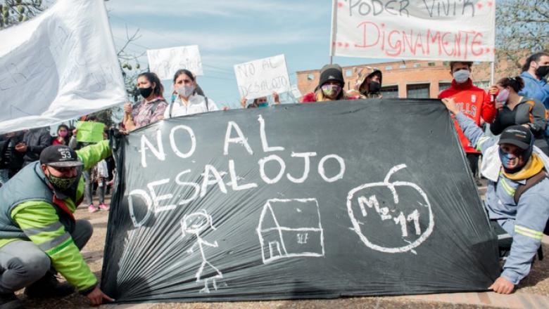 Representantes de la toma de Guernica se manifestaron frente a la  Municipalidad - Politica del Sur